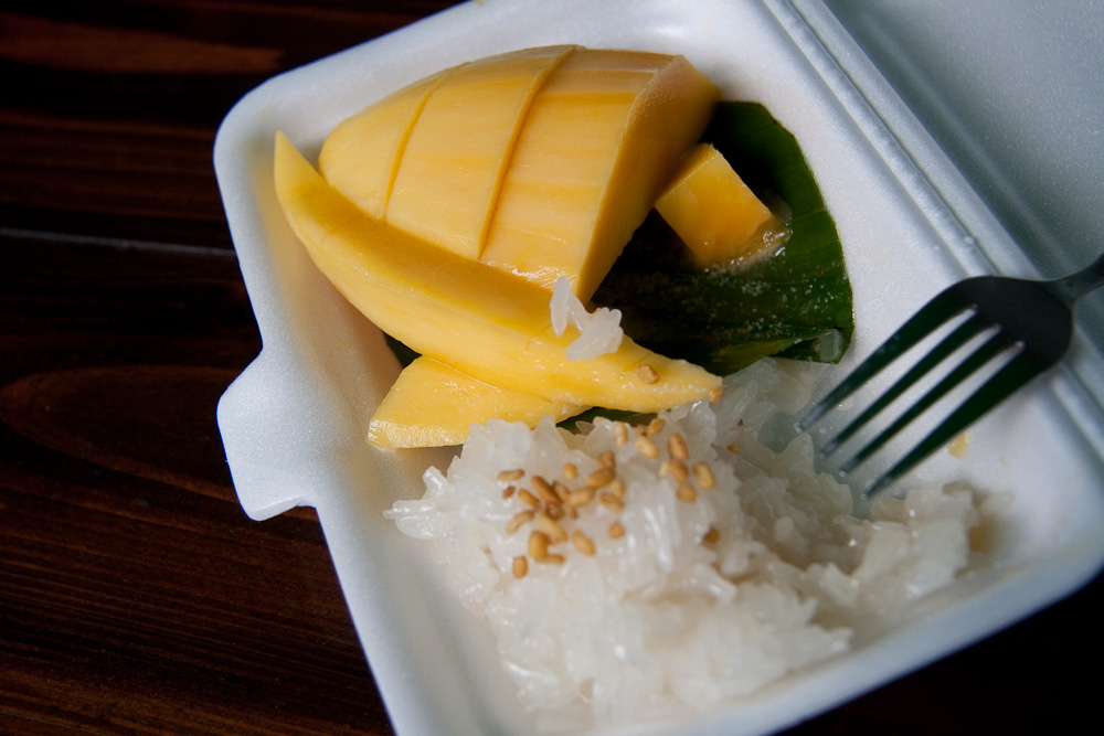Last but not least, mango with sticky rice from Intrawarot road, 200m east of the square by the Three Kings